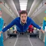 OK Go又來了!新MV《Upside Down & Inside Out》大玩無重狀態拍攝